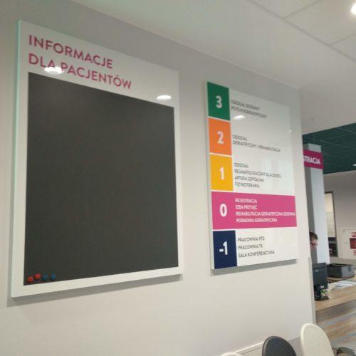 Oznakowanie Centrum Geriatrii w Sopocie