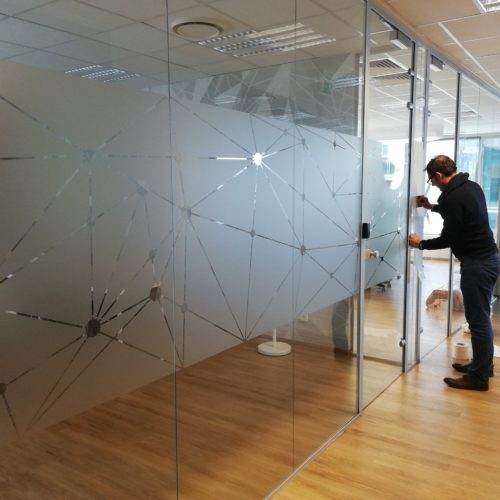 Wyklejanie folią szronioną - biuro coworking Olivia Business Centre w Gdańsku