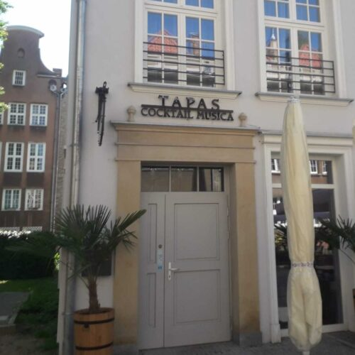 Wykonanie szyldu dla restauracji Tapas w Gdańsku